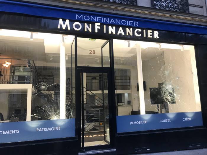 Vitrine MonFinancier Vandalisée